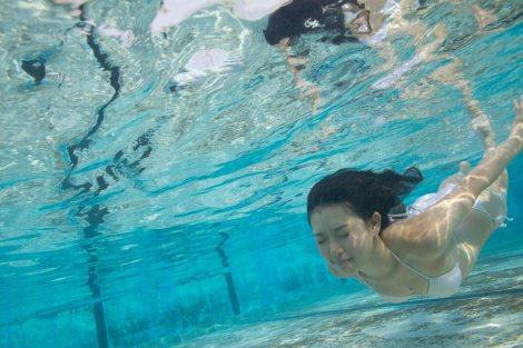 NMB48の山本彩と渡辺美優紀が写真集で売上対決/11月20日発売の渡辺の写真集に収録されるショット