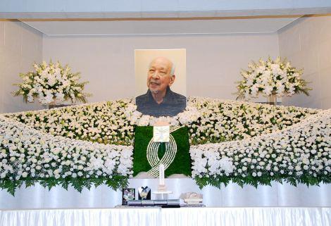 大滝秀治さんの遺影が飾られた祭壇=お別れの会の模様 (C)ORICON DD inc.