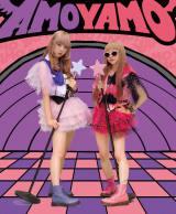 原宿ファッションシーンでカリスマ的人気を誇る、AMO とAYAMO によるユニット、AMOYAMO。