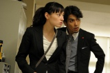 美しすぎて広告塔扱いされていた蛯名舞子(栗山千明、左)は警察を辞めて探偵に(C)TBS