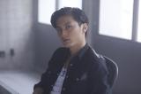 来年1月放送のドラマ『まほろ駅前番外地』でまほろ市の裏の組織を操る若きボスを演じる高良健吾(C)テレビ東京