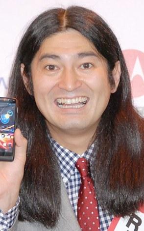 スマートフォン『Motorola RAZR M』発売記念イベントに出席した、ハイキングウォーキング・鈴木Q太郎 (C)ORICON DD inc.