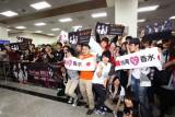 台北空港でPerfumeを出迎えた熱狂的ファン