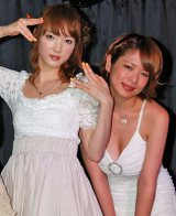 パフォーマーの下田美咲(左)とギターのヨーク大佐 (C)ORICON DD inc.