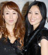 『TEAM美魔女CDデビュー記念!美しくなれるカラオケ大会』に出席した(左から)峰りえ、柴田薫 (C)ORICON DD inc.