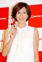 『ホワイトティースアワード 2012』の授賞式に出席した長谷川理恵 (C)ORICON DD inc.