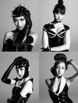モードなビジュアルでラフォーレ原宿をジャックしたAKB48(写真は左上から時計回りで大島優子、小嶋陽菜、板野友美、篠田麻里子)