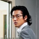【場面写真】システムエンジニアの能力をいかし、金塊強奪を企てる男を演じる桐谷健太
