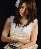 新生チームK公演初日、前キャプテン秋元才加から重責を労われた大島優子は大粒の涙を流した (C)AKS