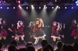 AKB48の新生チームAは新キャプテン・篠田麻里子(中央)、グループ総監督・高橋みなみ(右)、新センター・渡辺麻友(左)を中心に新しい布陣に (C)AKS