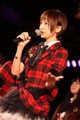 チームA「ウェイティング公演」初日の模様(写真は篠田麻里子) (C)AKS