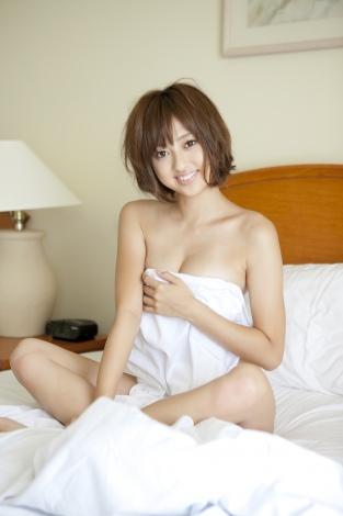 アイドリング!!!・菊地亜美が1st写真集『ami-ing』を発売