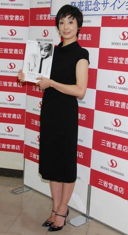2nd写真集『INTRINSIC』発売記念イベントを行った草刈民代 (C)ORICON DD inc.