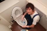 イケメンが自宅をピカピカに磨き上げる! 写真は「イケメンお掃除隊」メンバーの中嶋時男 (写真提供・女性自身編集部 長谷川新)