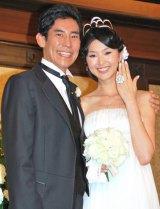 高嶋政伸と美元(※写真は2008年に行われた披露宴時) (C)ORICON DD inc.