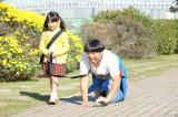 『イロドリヒムラ』第6話のいち場面、竹下(日村勇紀・右)はトモちゃん(芦田愛菜・左)のお願いをかなえようとする (C)TBS