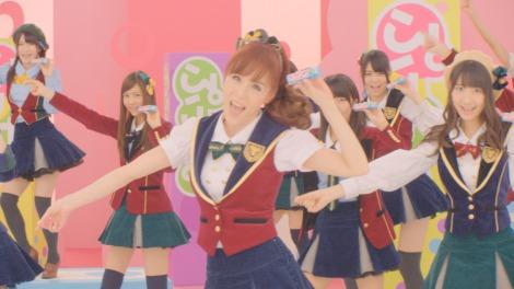 ソフトキャンディー『ぷっちょ』新CMでAKB48との新旧アイドル共演が実現したピンク・レディー未唯(未唯バージョン)