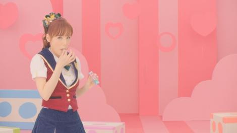 ピンク・レディーの未唯とAKB48の新旧アイドルが共演したソフトキャンディー『ぷっちょ』新CMカット(未唯バージョン)