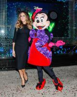 ランバンのドレスを着たミニーマウスとサラ・ジェシカ・パーカー/PRN=共同JBN (C)Disney