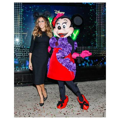 サムネイル ランバンのドレスを着たミニーマウスとサラ・ジェシカ・パーカー/PRN=共同JBN (C)Disney