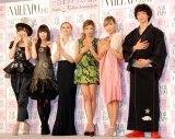 『ネイルクイーン 2012』の授賞式に出席した(左から)AKB48・篠田麻里子、栗山千明、夏木マリ、ローラ、蜷川実花、渡部豪太 (C)ORICON DD inc.