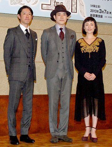 初主演舞台『遠い夏のゴッホ』の制作発表会見に出席した(左から)筒井道隆、松山ケンイチ、美波 (C)ORICON DD inc.
