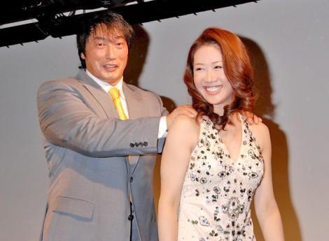 新曲「知床恋文」発表イベントで久々2ショットをお披露目したみずき舞&小橋建太夫妻 (C)ORICON DD inc.