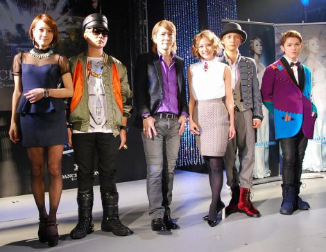 『avex audition MAX 2013』の記者発表会に出席した千紗(girl next door)、VERBAL(m-flo)、小室哲哉、AAA(伊藤千晃、與真司郎、末吉秀太) (C)ORICON DD inc.