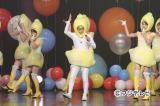 12月1日放送の『めちゃ×2イケてるッ!SP』で新曲「永遠より続くように」を披露するOKL48。センターは岡村隆史