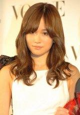 『VOGUE JAPAN Women of the Year 2012』の授賞式に出席した前田敦子 (C)ORICON DD inc.