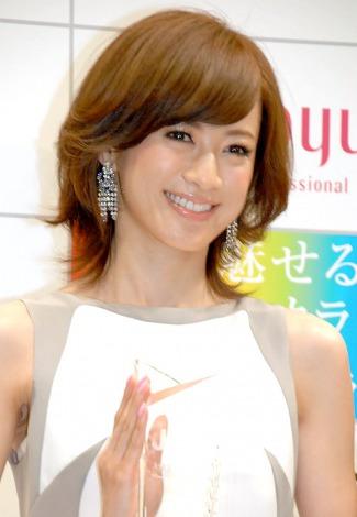 『JHCA ステキなヘアカラー大賞2012』授賞式に出席した高垣麗子 (C)ORICON DD inc.