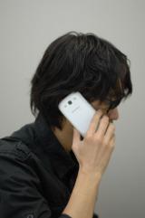 連絡先の詳細や履歴を表示した状態で端末に顔を近づけると、通話ができる「ダイレクトコール」