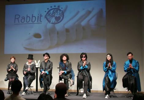お披露目された大塚愛(左端)らによる新バンド・Rabbit