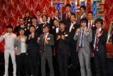 『THE MANZAI2012』決勝トーナメント出場を決めた11組。(前列左から)NON STYLE、オジンオズボーン(高松新一、篠宮暁は欠席)、(中列左から)千鳥、ナインティナイン、笑い飯、テンダラー、磁石、(後列左から)ウーマンラッシュアワー、トレンディエンジェル、スーパーマラドーナ、アルコ&ピース。ハマカーンは欠席 (C)ORICON DD inc.