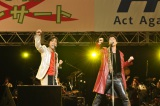 エイズ啓発活動『Act Against AIDS 2012(AAA)』が今年も開催(左から)岸谷五朗、寺脇康文