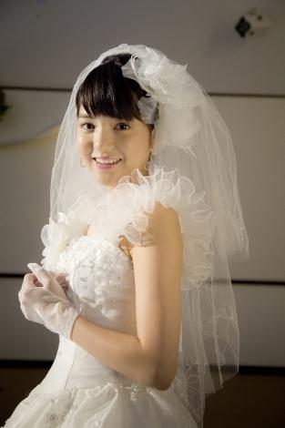 サムネイル 人生初のウエディングドレス姿を披露する川島海荷