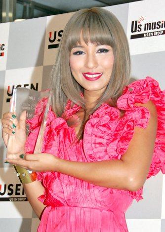 シングル「ビリーブ」が『2012 USEN J-POP年間総合ランキング』の1位に輝いたシェネル (C)ORICON DD inc.