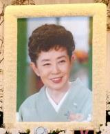 森光子さんの本葬で祭壇に飾られた遺影 (C)ORICON DD inc.