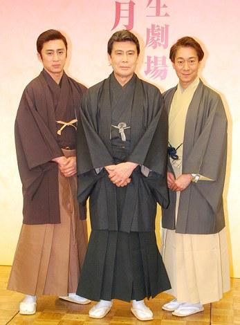『二月大歌舞伎』の製作発表記者会見に出席した(左から)市川染五郎、松本幸四郎、中村福助 (C)ORICON DD inc.