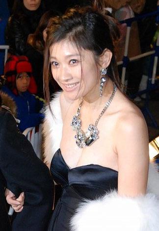 サムネイル セクシードレス姿で登場した篠原涼子 (C)ORICON DD inc