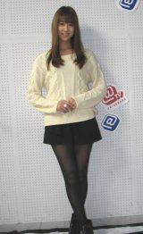 6日、インターネット番組「@TV/デビューch」の生放送に出演した佐々木もよこ(26)。