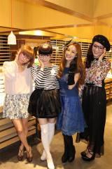 日中のアイウエアカルチャーをテーマにトークを行った(左から)伶俐(リン・リー)、益若つばさ、庄小雨、東京パンダ(C)ORICON DD inc.