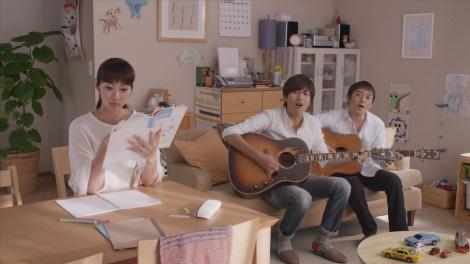 ユーキャンの新CMに出演する、主婦役の坂下千里子とゆず