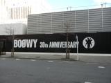 新宿コマ劇場跡地に掲出される全長36メートルの巨大広告