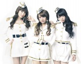 AKB48の1期生3人組ユニット、ノースリーブス(写真左から小嶋陽菜、高橋みなみ、峯岸みなみ)