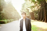 11月28日発売のシングル「知らない」に収録される新曲「季節」を主題歌として提供する星野源