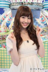 土曜深夜の競馬番組『うまズキッ!』にレギュラー出演する馬好き女神・小嶋陽菜(AKB48)