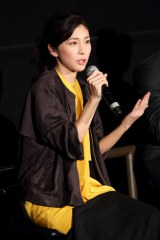 """名古屋で行われたトークイベント『今夜は""""イチゴ""""を語らナイト』に出席した竹内結子"""