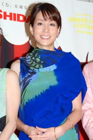 サムネイル 2012年8月、第2子妊娠5ヶ月でお腹ふっくらの内田恭子 (C)ORICON DD inc.
