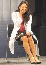 フジテレビ系ドラマ『ラストホープ』の試写会前舞台あいさつで和やかに笑う小池栄子 (C)ORICON DD inc.